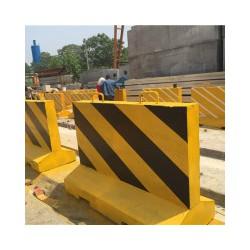隔离墩厂家——买新式的隔离墩优选宏钢建材